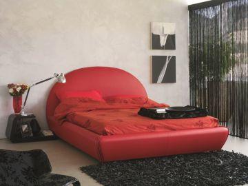Crvena boja u interijeru Dom2