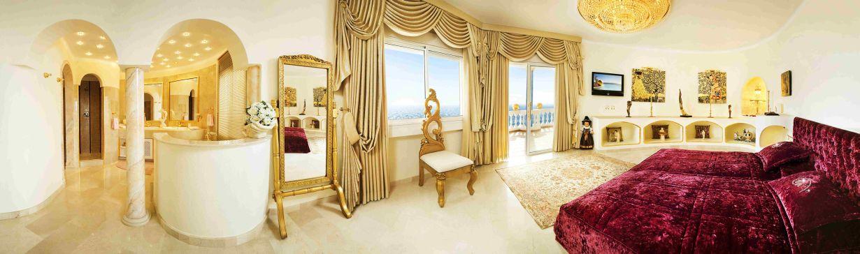 Zlatna boja u interijeru Dom2