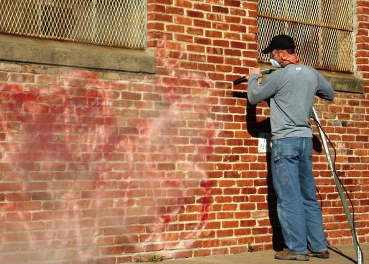 ciscenje-zida-od-grafita-dom2-domnakvadrat
