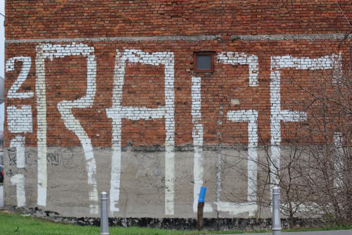 grafiti-na-ulici-12-dom2-domnakvadrat