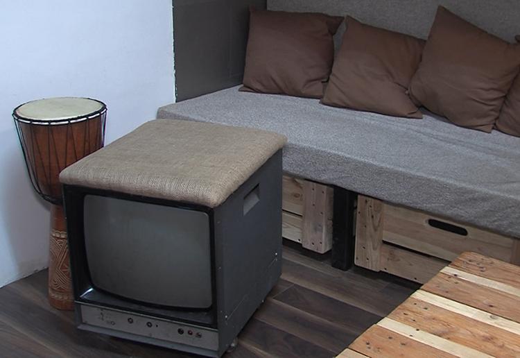 audio studio tabure od videomonitora dom2