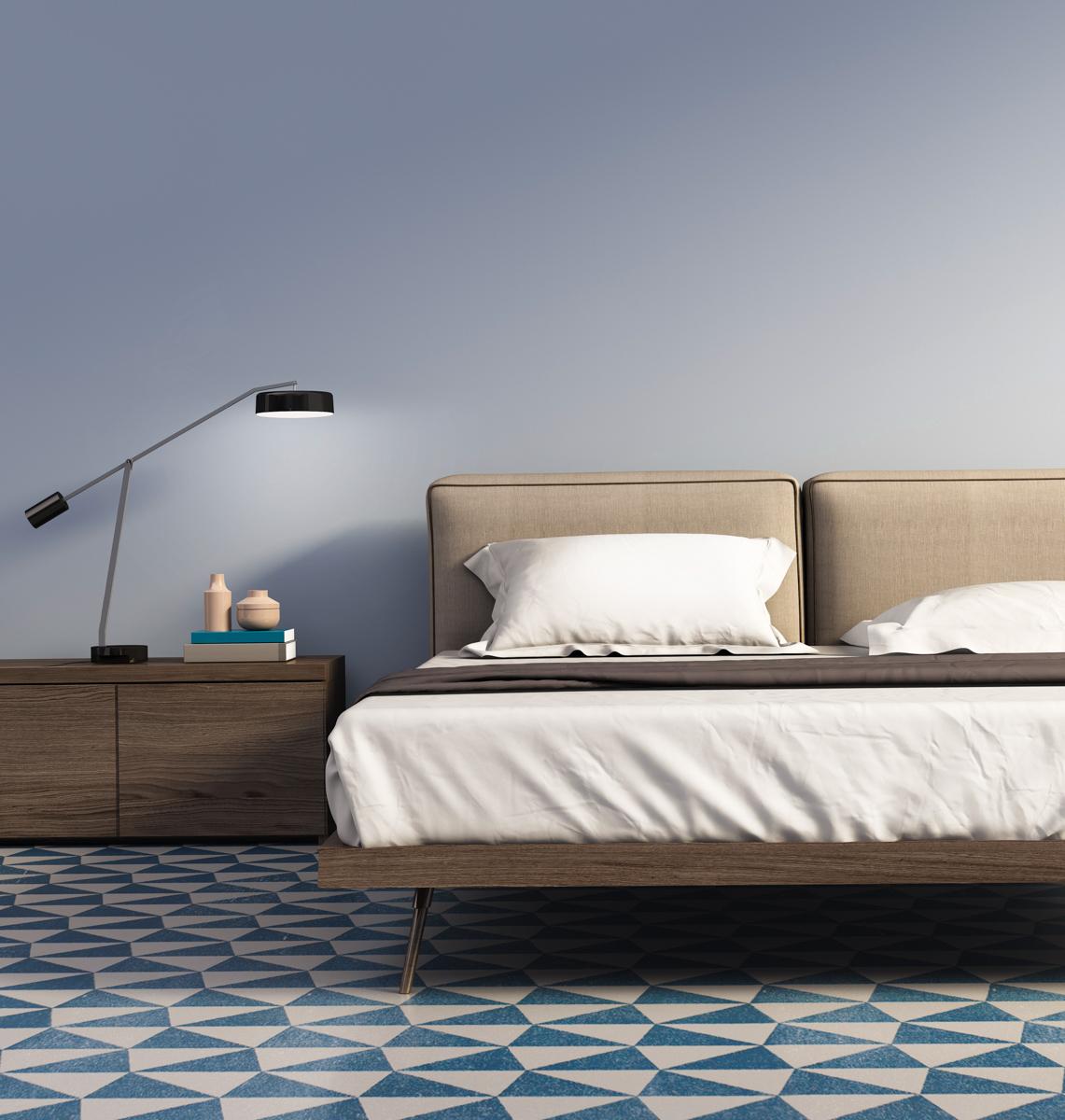 zagasito-plava-spavaca-soba-krevet-domnakvadrat