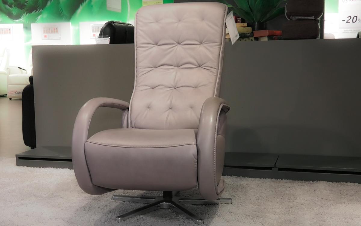 fotelja-siva-masazna-lesnina-xxxl-domnakvadrat
