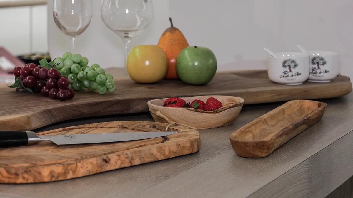 gastronomija-moderno-serviranje-sir-voće-drvena-daska-domnakvadrat
