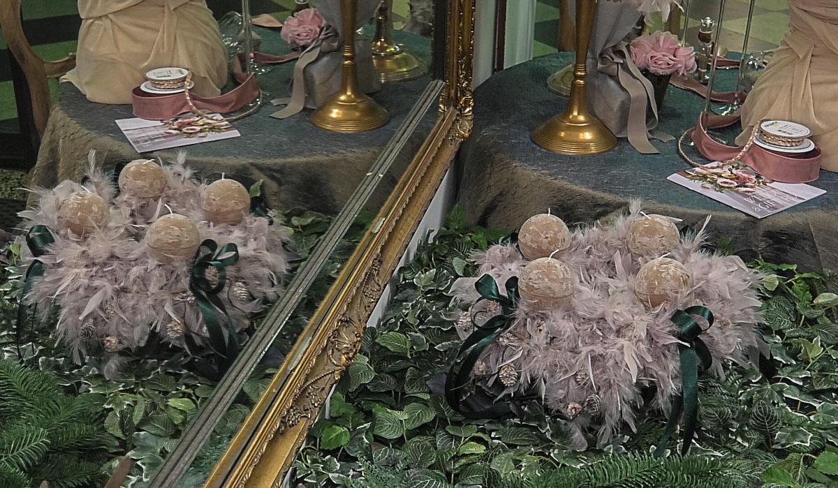 vijenac-perje-bozic-ogledalo-ukrasi-domnakvadrat
