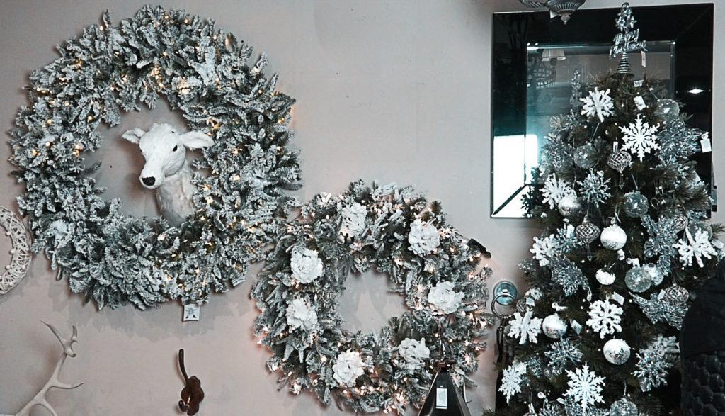 bozic-ukrasi-bor-dekoracije-zivotinje-jelen-bijela-boja-domnakvadrat