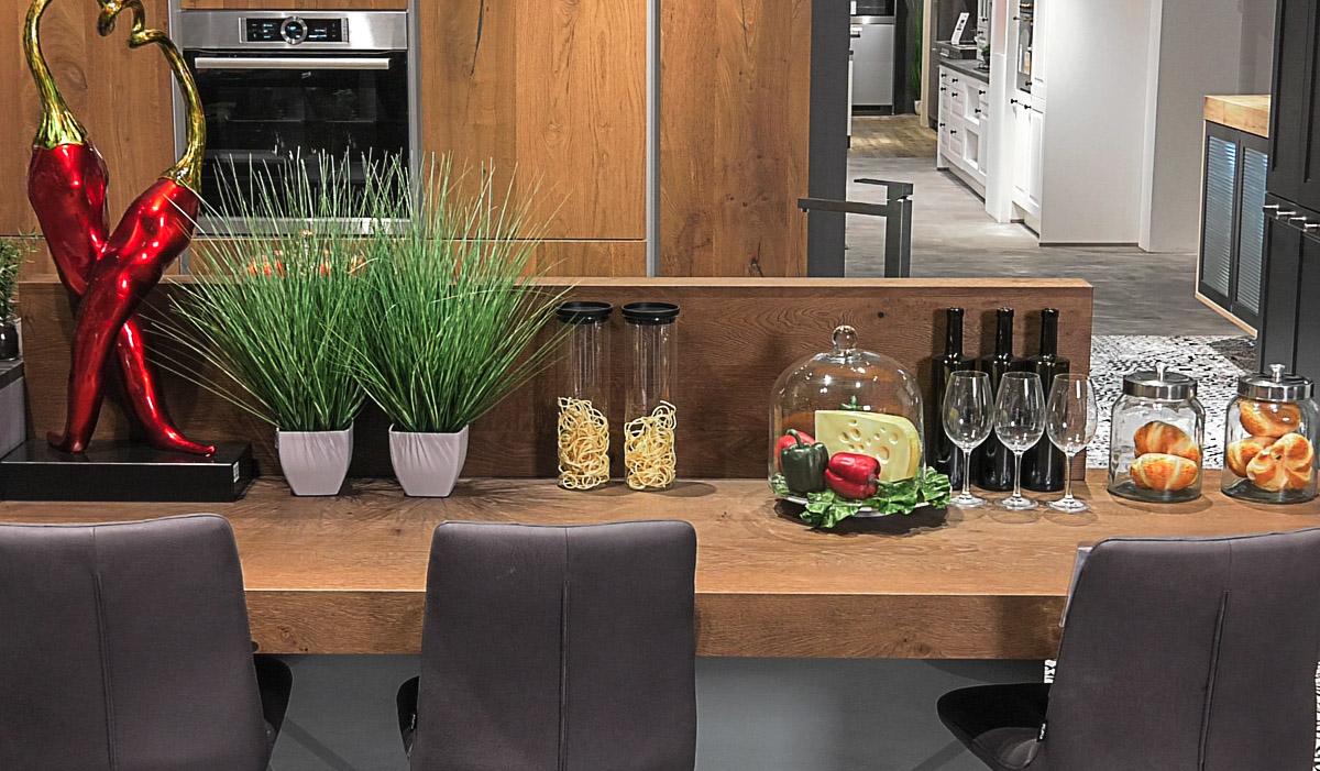 kuhinja1-lesnina-moderna-kuhinja-detalj-skulptura-domnakvadrat