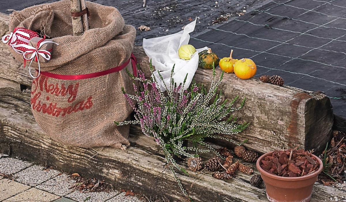 vrt-biljke-zastita-folija-juta-jutena-vreca-zemlja-jesen-domnakvadrat