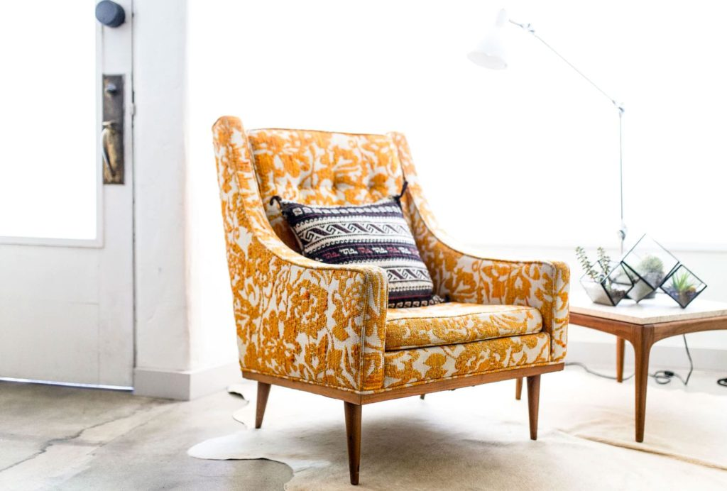 fotelja-vintage-žuta-domnakvadrat