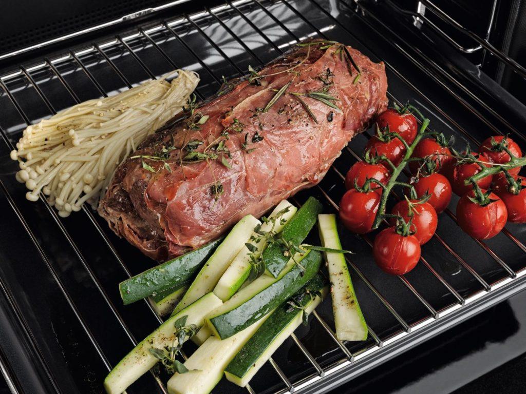 Dialog pećnica tvrtke Miele postavljena je da revolucionira način pečenja i kuhanja. Hrana s različitim teksturama tradicionalno zahtijeva različite postavke sada se mogu pripremiti zajedno. Rezultati očaravaju čak i profesionalne chef-de-cuisine. Pečenje na povrću priprema se do savršenstva u Dialog pećnici bez prekuhavanja povrća. Štoviše, kuhanje je znatno brže