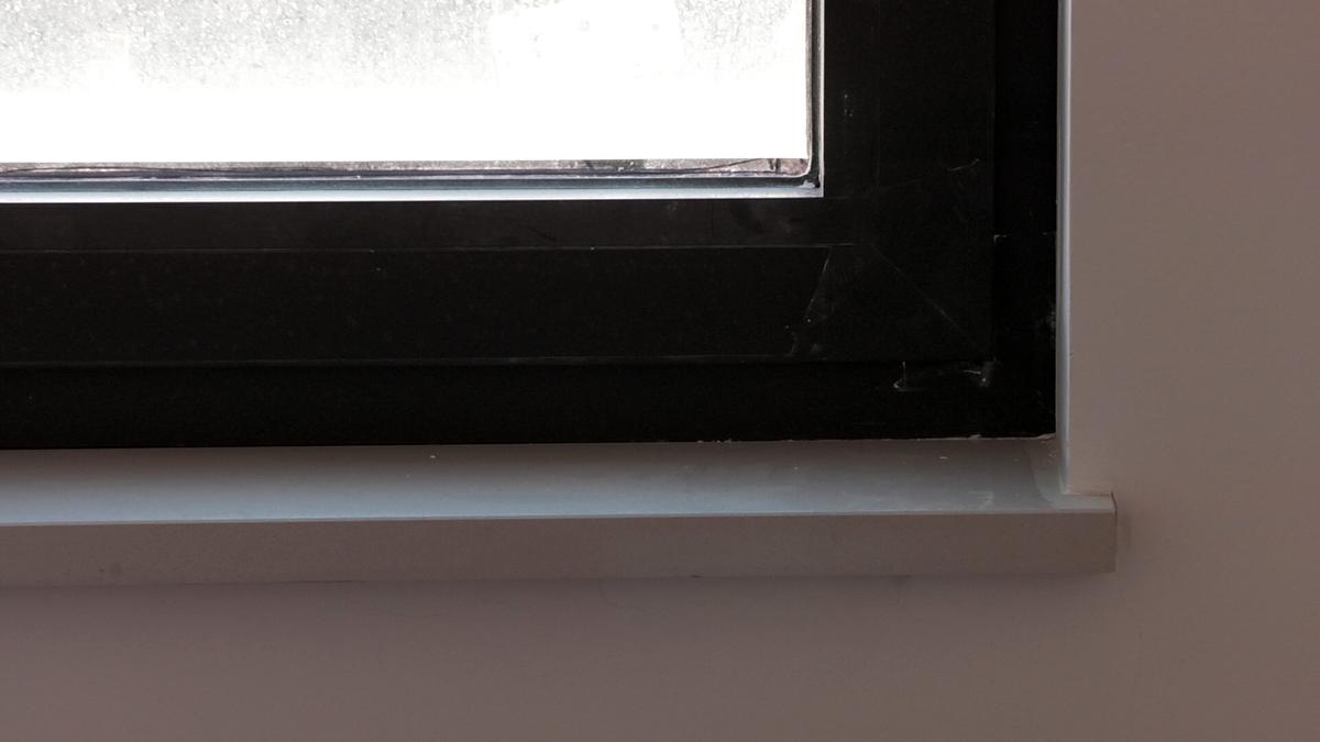 detalj-kamena-prozorska-klupcica-euromramor-domnakvadrat