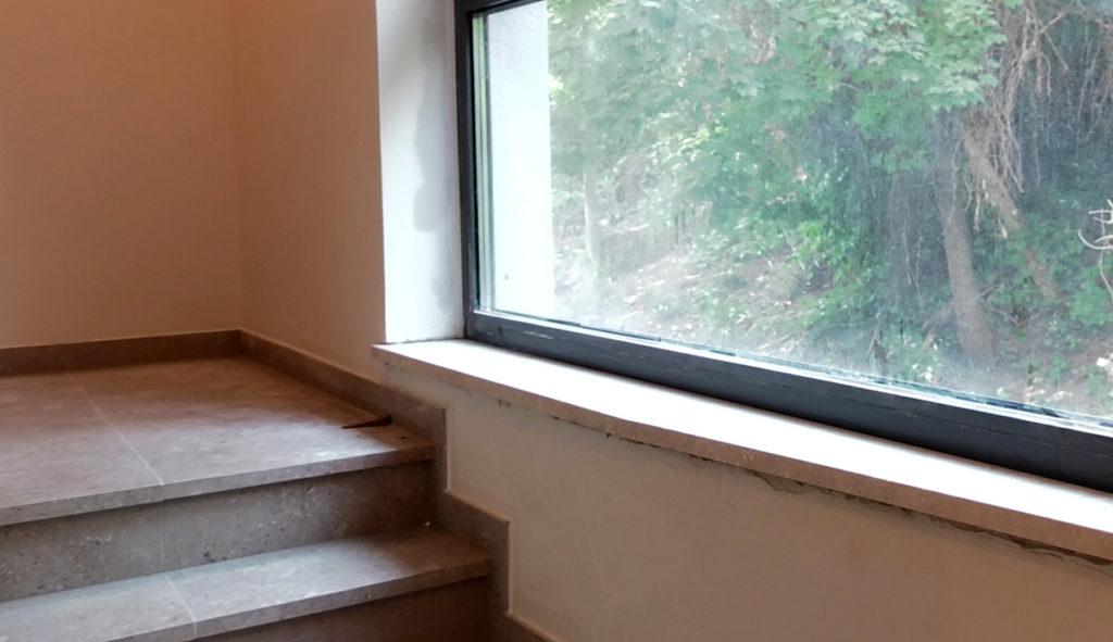 kamene-stepenice-i-prozorska-klupcica-euromramor-domnakvadrat