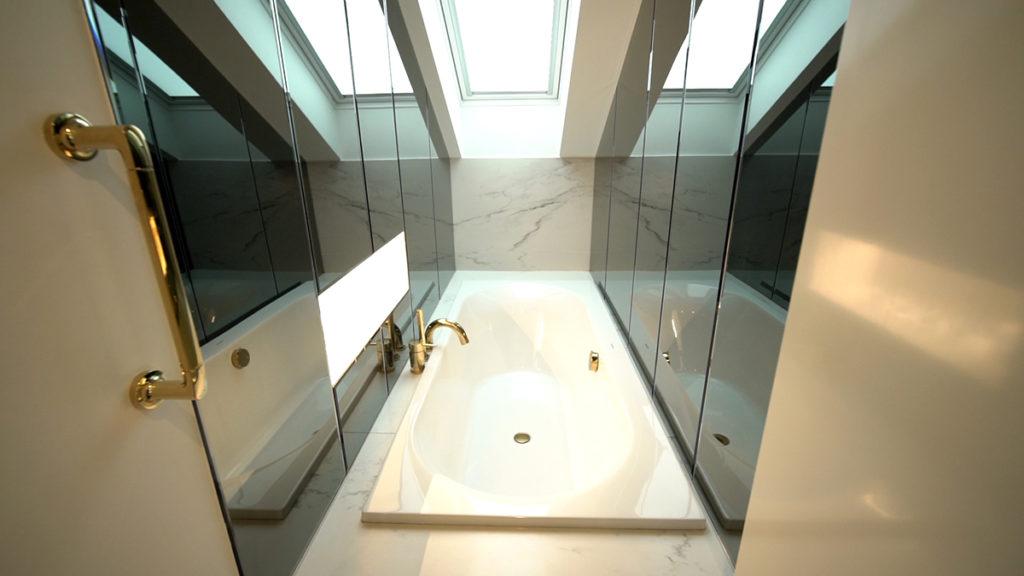 kupaonska-kada-sa-zenitalnim-osvjetljenjem-domnakvadrat