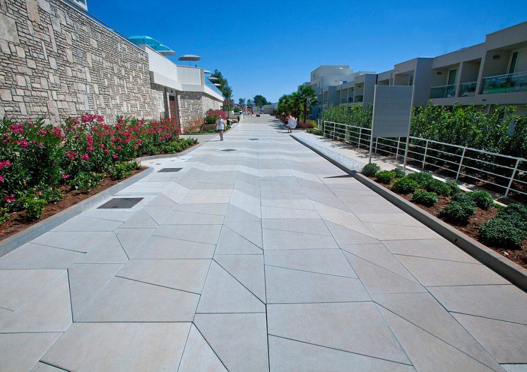 veliki-formati-oplocnika-neravni-beton-lucko-domnakvadrat