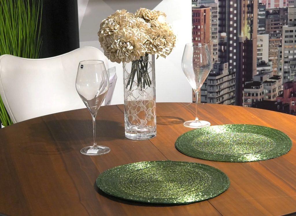 zeleni-podmetaci-na-stolu-lesnina-domnakvadrat