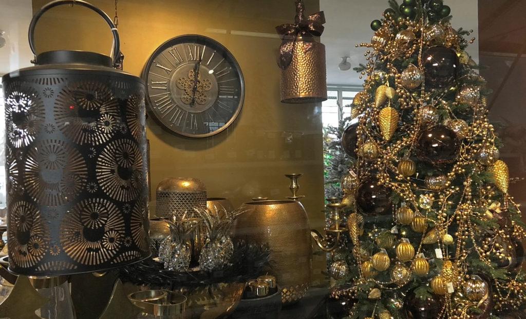 zlatna-elegancija-ukrasavanje-doma-iris-mbm-vrtni-centar-domnakvadrat