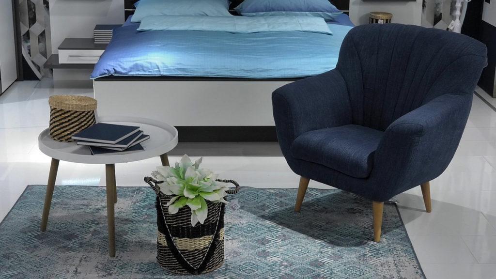 klasicna-plava-fotelja-lesnina-domnakvadrat