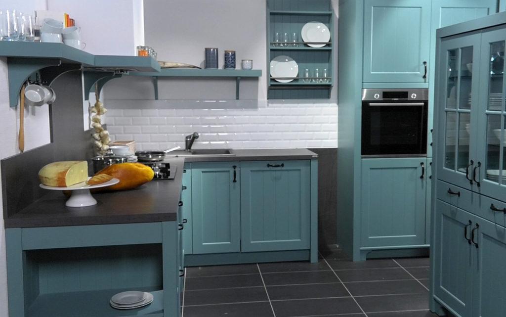 plava-kuhinja-mediteranski-stil-lesnina-domnakvadrat