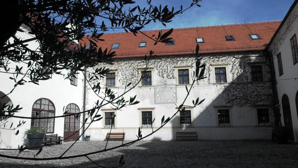 dvoriste-stara-vura-muzej-grada-zagreba-domnakvadrat