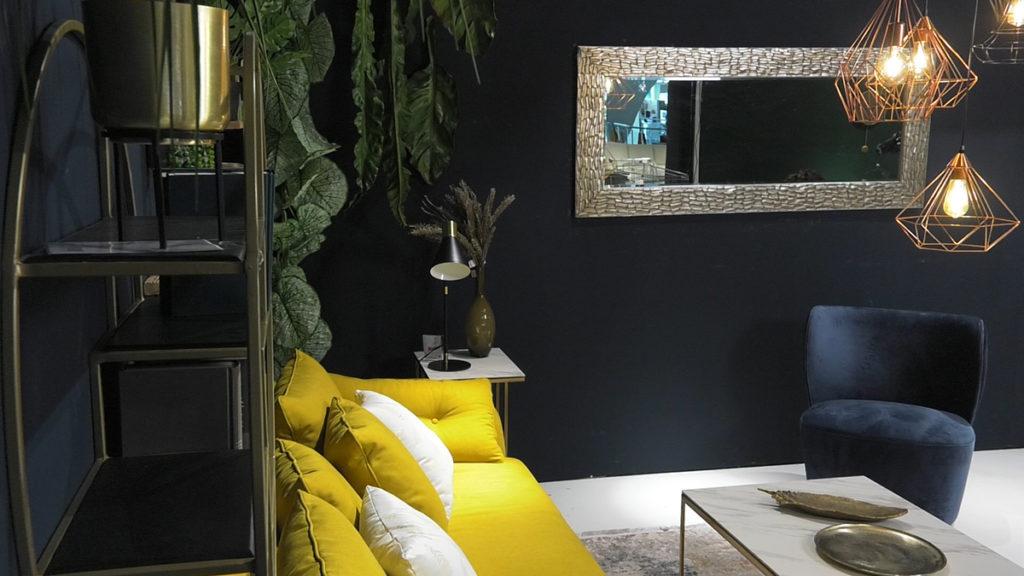 luksuzni-elementi-industrijski-stil-barsunasta-fotelja-domnakvadrat-lesnina