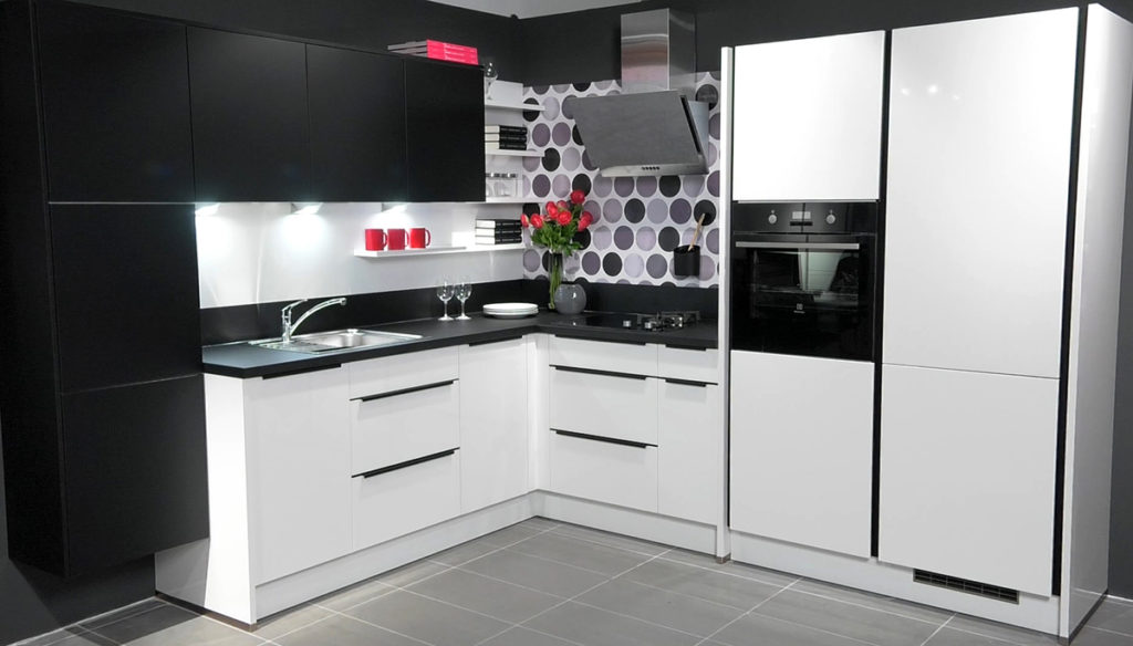 mala-crno-bijela-kuhinja-lesnina-domnakvadrat