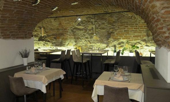 stara-vura-unutrasnjost-restorana-stare-cigle-domnakvadrat