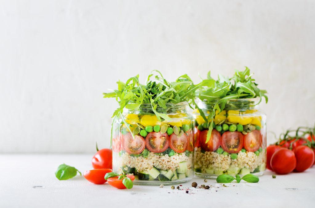 salata-od-povrća-iz-balkonskog-vrta-domnakvadrat