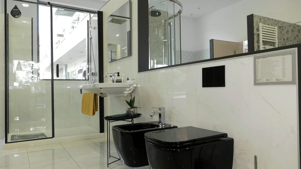 crni-detalji-sjaj-kupaonica-petrokov-domnakvadrat