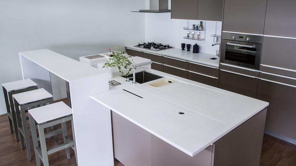 kuhinja-mineralna-ploča-bijela-domnakvadrat