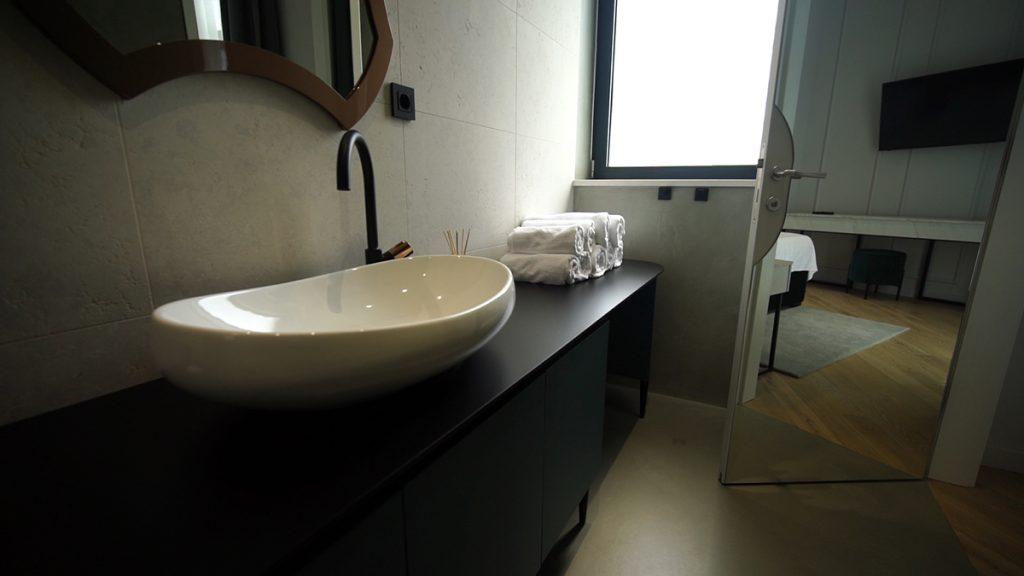 kupaonica-crni-ormar-domnakvadrat