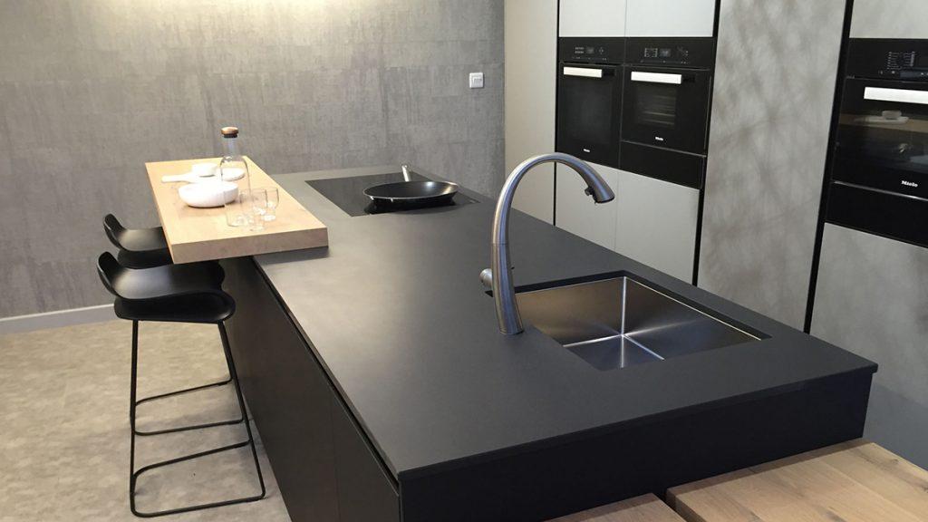 kuhinja-ploča-kvarc-crna-domnakvadrat