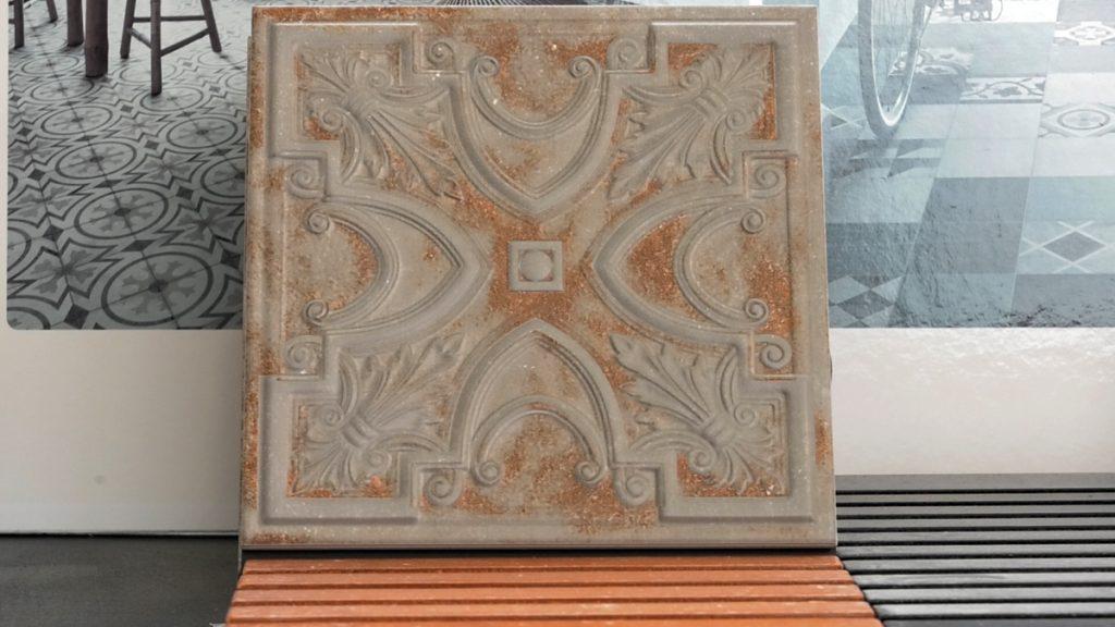 keramika-plocice-reljef-smede-petrokov-domnakvadrat