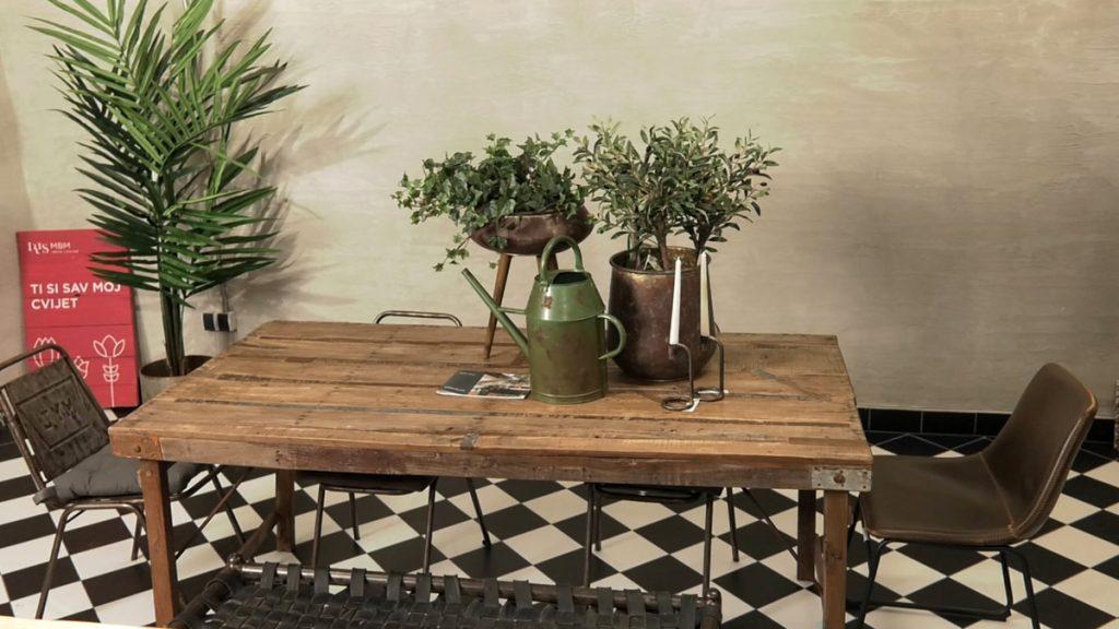 umjetne-biljke-sto-dekor-iris-mbm-vrtni-centar-domnakvadrat