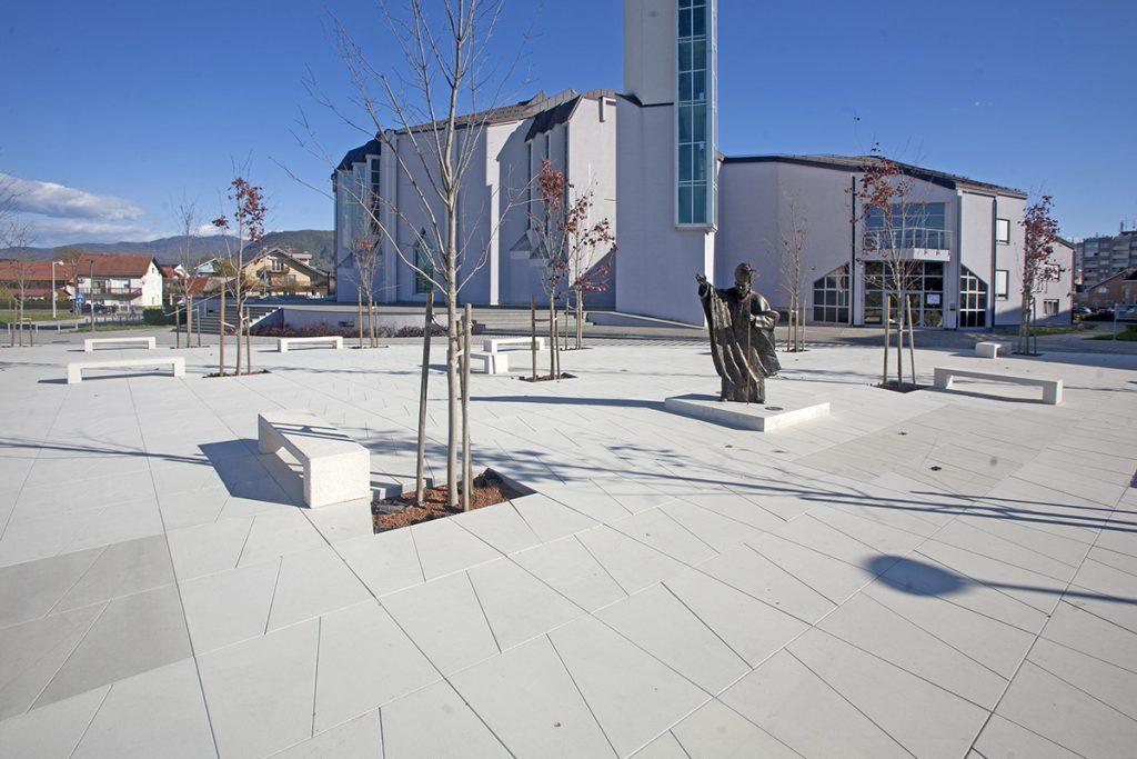 trg-zaprešić-ivana-pavla-beton-lučko-domnakvadrat