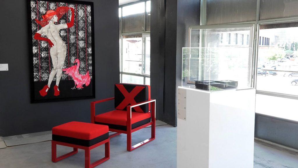 crvena-stolica-slika-zg-salon-domnakvadrat