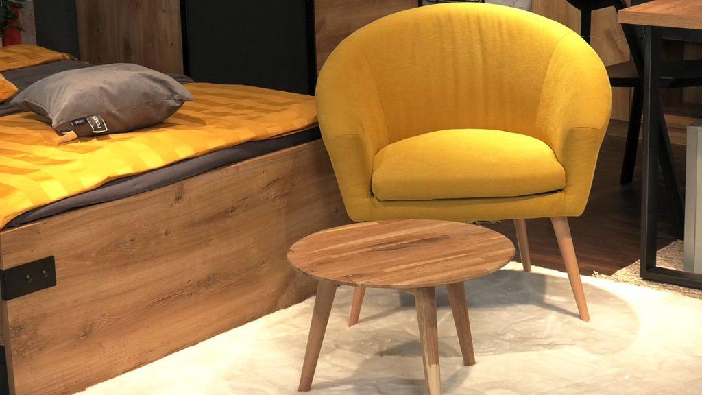 žuta-fotelja-stolić-tepih-domnakvadrat