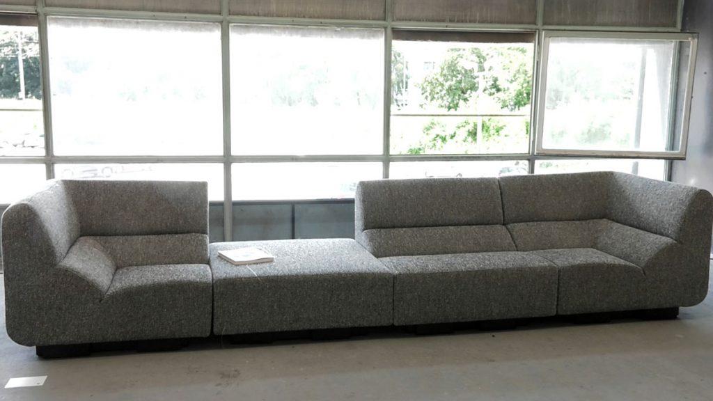 kauč-sivi-zg-salon-domnakvadrat