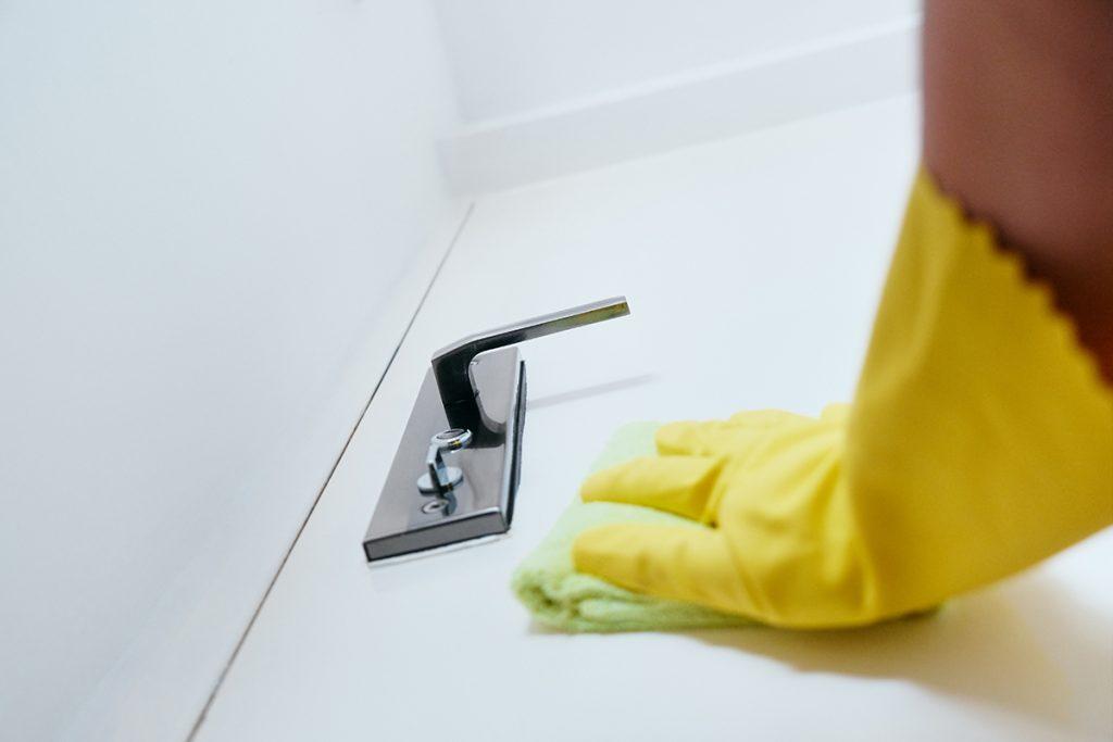 čišćenje-kvake-vrata-domnakvadrat