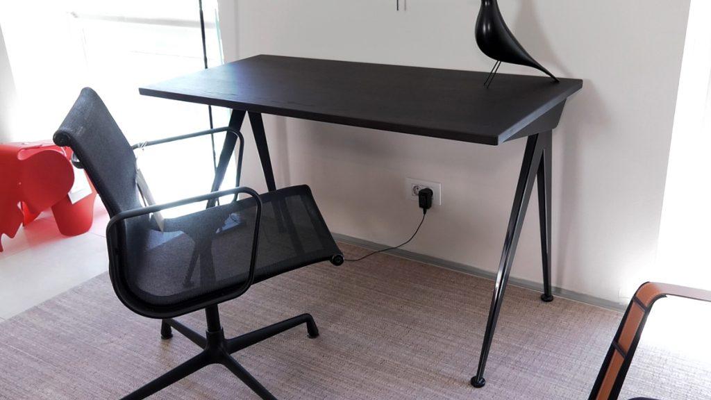 stol-kompas-odozgo-domnakvadrat