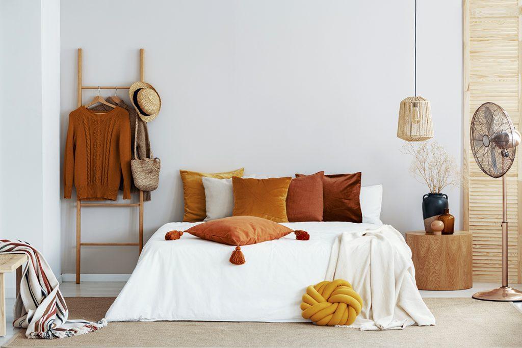 jastuci-i-posteljina-u-jesenskim-tonovima-domnakvadrat