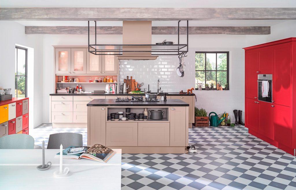 kuhinja-crveno-krem-lesnina-xxxl-domnakvadrat