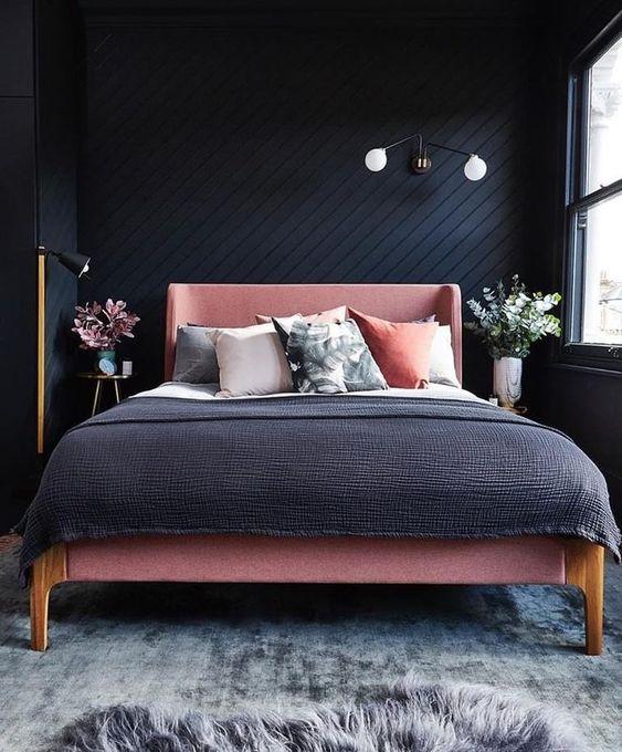 rozi-krevet-crna-soba-domnakvadrat