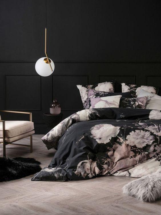 crni-zid-krevet-posteljina-cvjeta-domnakvadrat