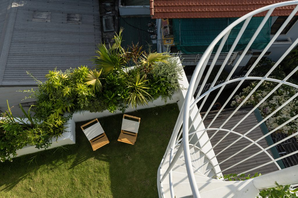 pogled-sa-stepenica-vrt-domnakvadrat