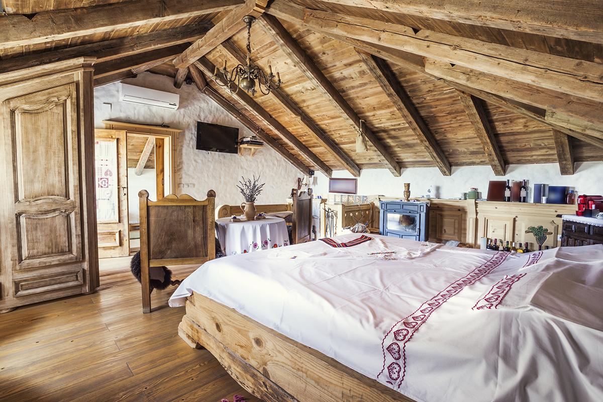 rustikalna-spavaća-soba-potkrovlje-domnakvadrat