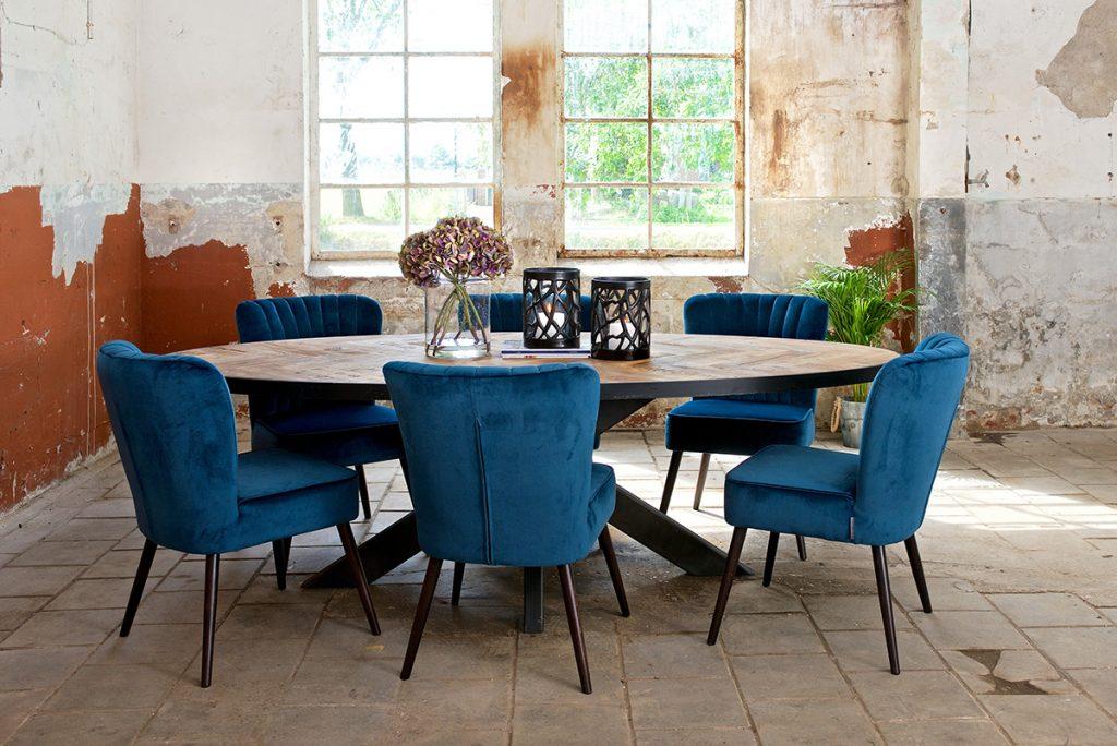 blagovaonski-stol-plave-stolice-baršun-mobel-land-domnakvadrat
