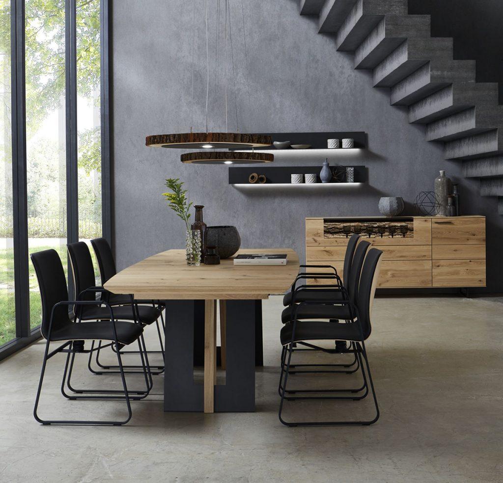 sive-stolice-stepenice-drvo-mobel-land-domnakvadrat