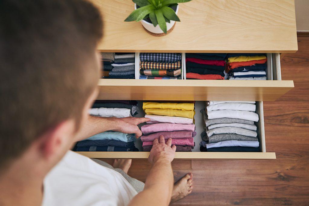 ladice-odjeća-složena-po-boji-domnakvadat