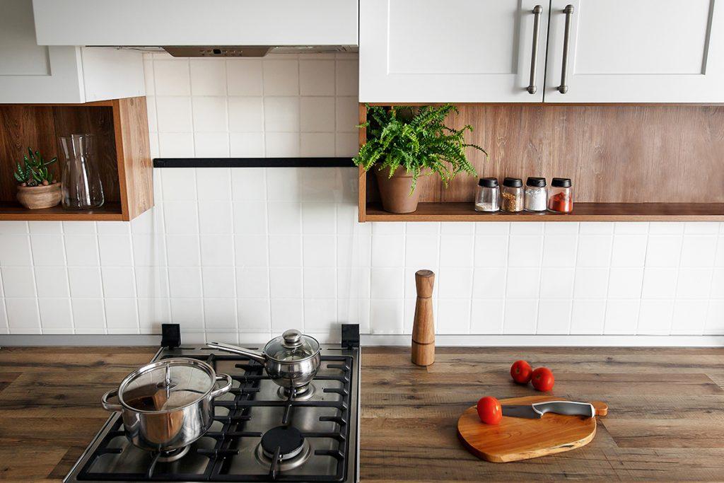 kuhinja-začini-štednjak-domnakvadrat