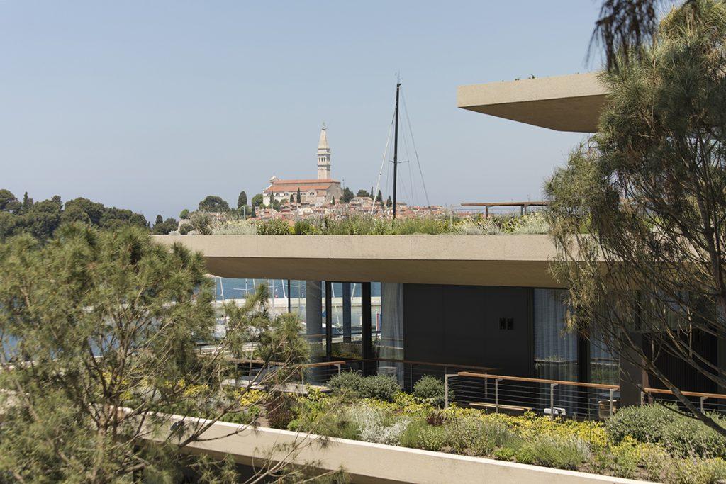 hotel-balkon-pogled-domnakvadrat